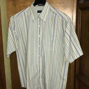 Van Heusen men's short sleeve shirt